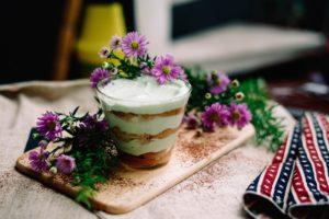 Rezept für super-cremiges Blitz-Tiramisu: Vegan, einfach & lecker!