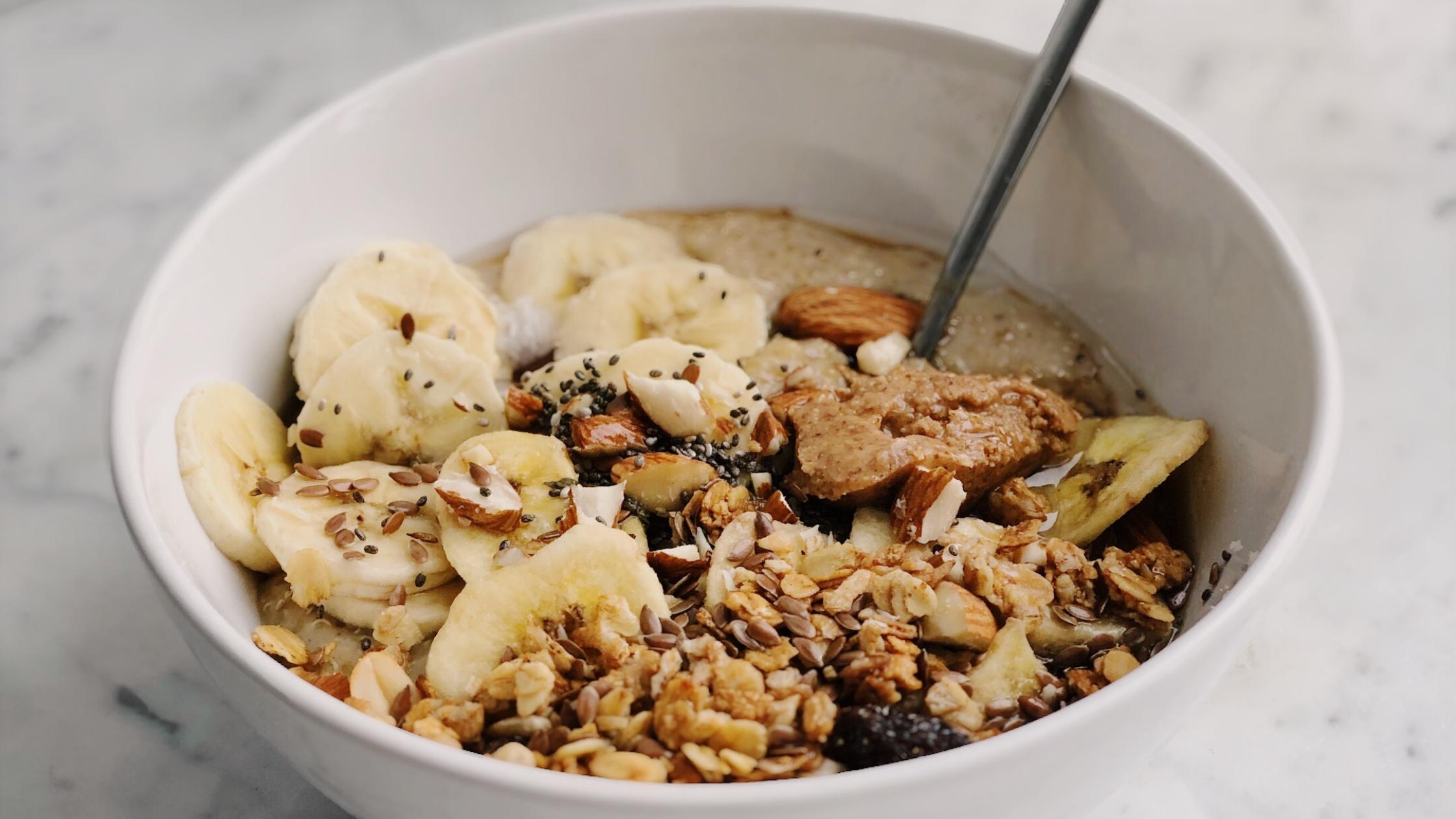 Read more about the article Bratapfel-Porridge – perfektes Frühstück für kalte Tage